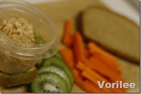 carrot-kiwi-lunch