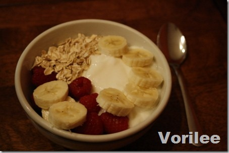 berry-banana-yogurt-bowl